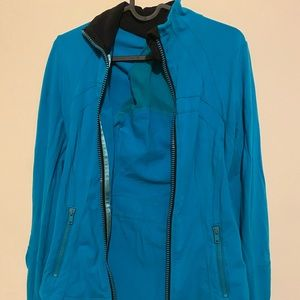 Lulu lemon jacket - in Teal  color